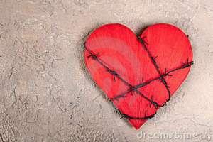 corazón-con-alambre-de-púas-19492884
