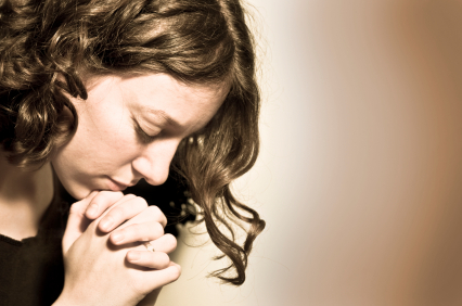 teenage girl praying